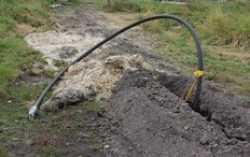 В копейском поселке прокладывают полиэтиленовые трубы для газопровода